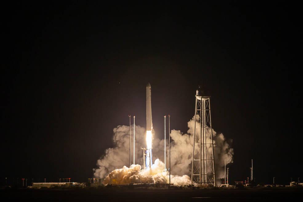 Fotografía del lanzamiento de la nave espacial con carga para prepararse en las próximas misiones hacia la Luna.